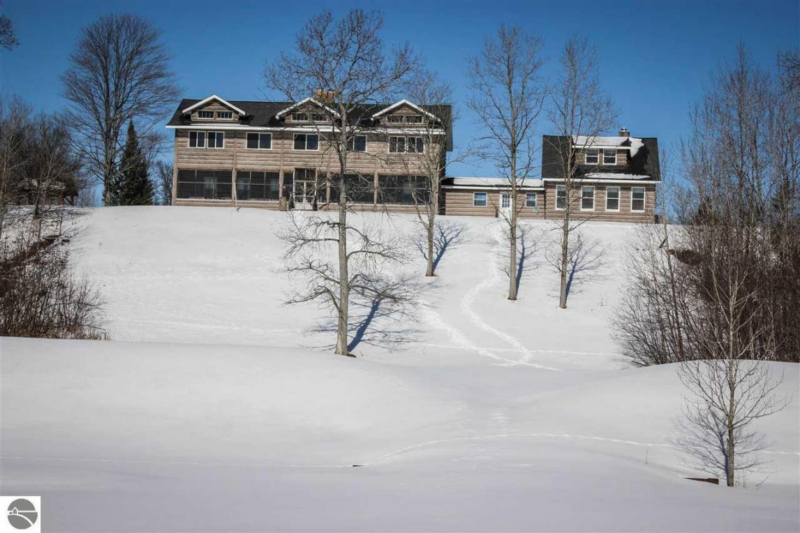 549 S Lincoln Lodge Road, Grayling, MI 49738