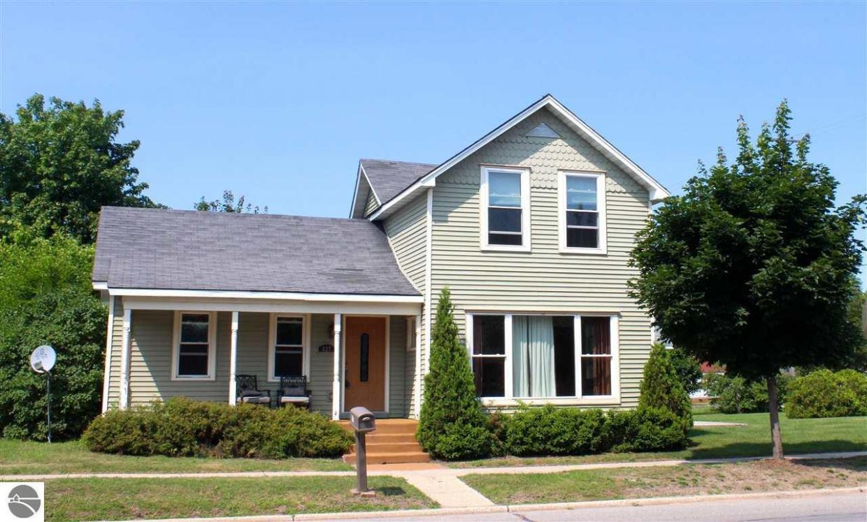 827 Forest Avenue, Frankfort, MI 49635