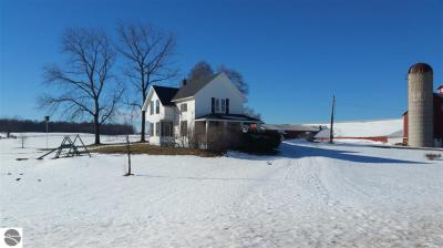 Photo of 2526 Lake Ann Road, Interlochen, MI 49643