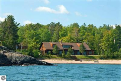 Photo of 297 County Road Kb, Marquette, MI 49855
