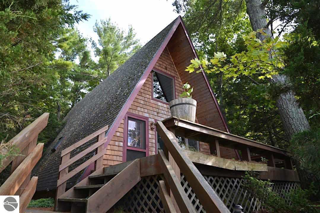 4243 Michigan Trail, Kewadin, MI 49648