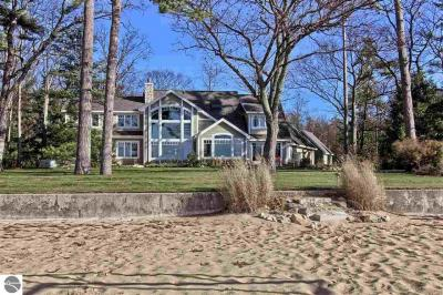 Photo of 2916 Neahtawanta Road, Traverse City, MI 49686