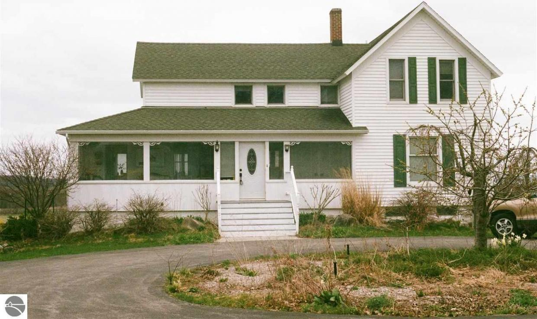 18654 Center Road, Traverse City, MI 49686