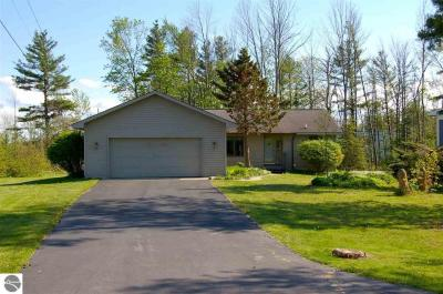Photo of 407 Lamoreaux, Elk Rapids, MI 49629