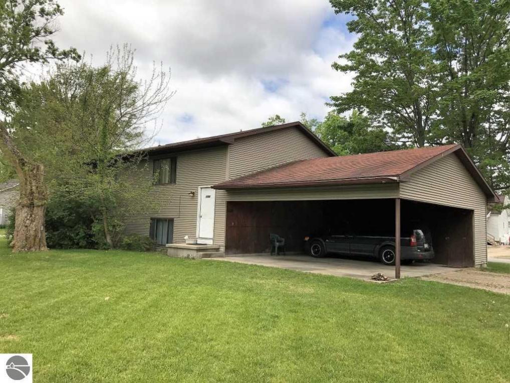 1008 W Lyons Street 1006 W. Lyons St. #A And B, Mt Pleasant, MI 48858
