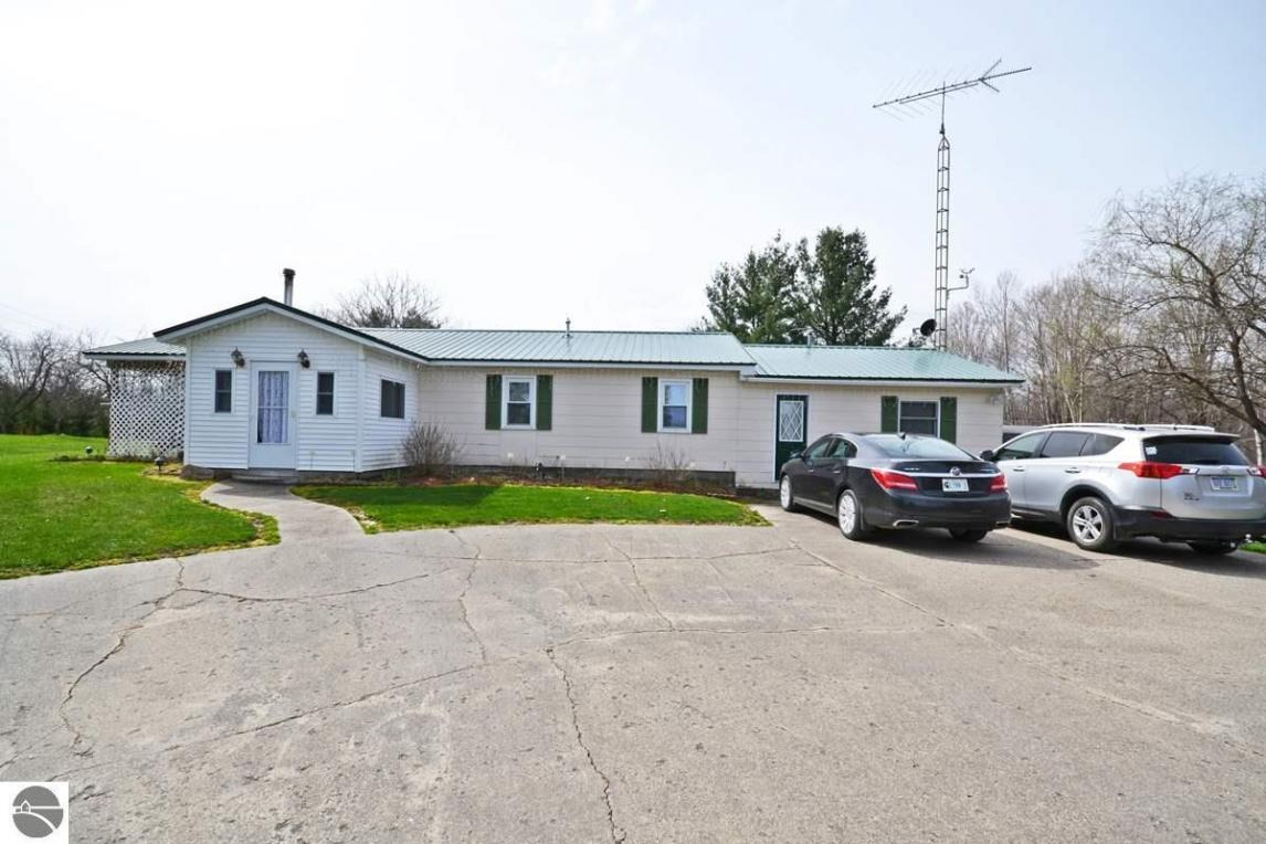 13913 170th Avenue, Leroy, MI 49655
