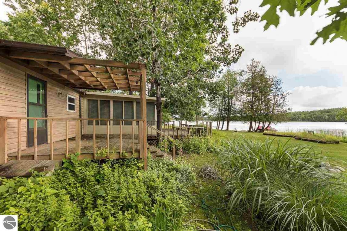 19666 Pleasant View Road, Lake Ann, MI 49650