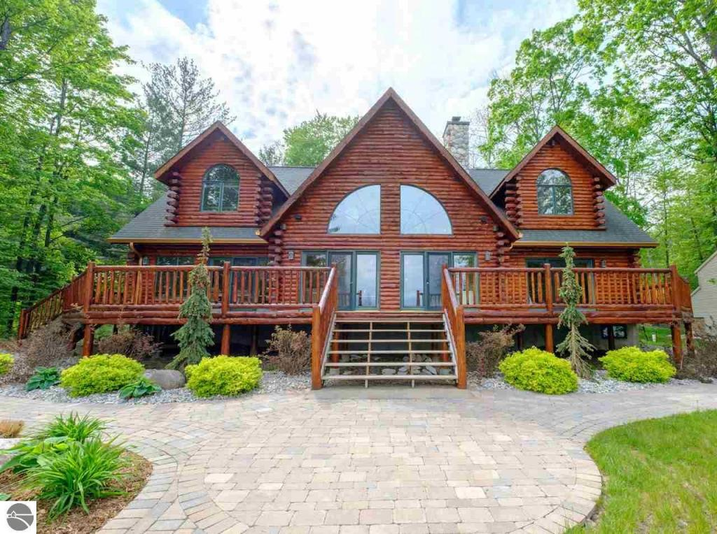 6869 Cottage Drive, Bellaire, MI 49615