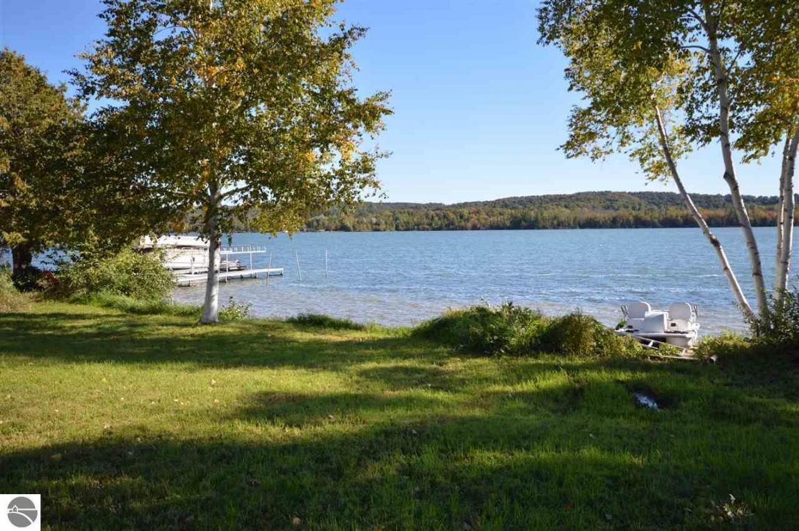 2181 S Lake Shore Drive, Lake Leelanau, MI 49653