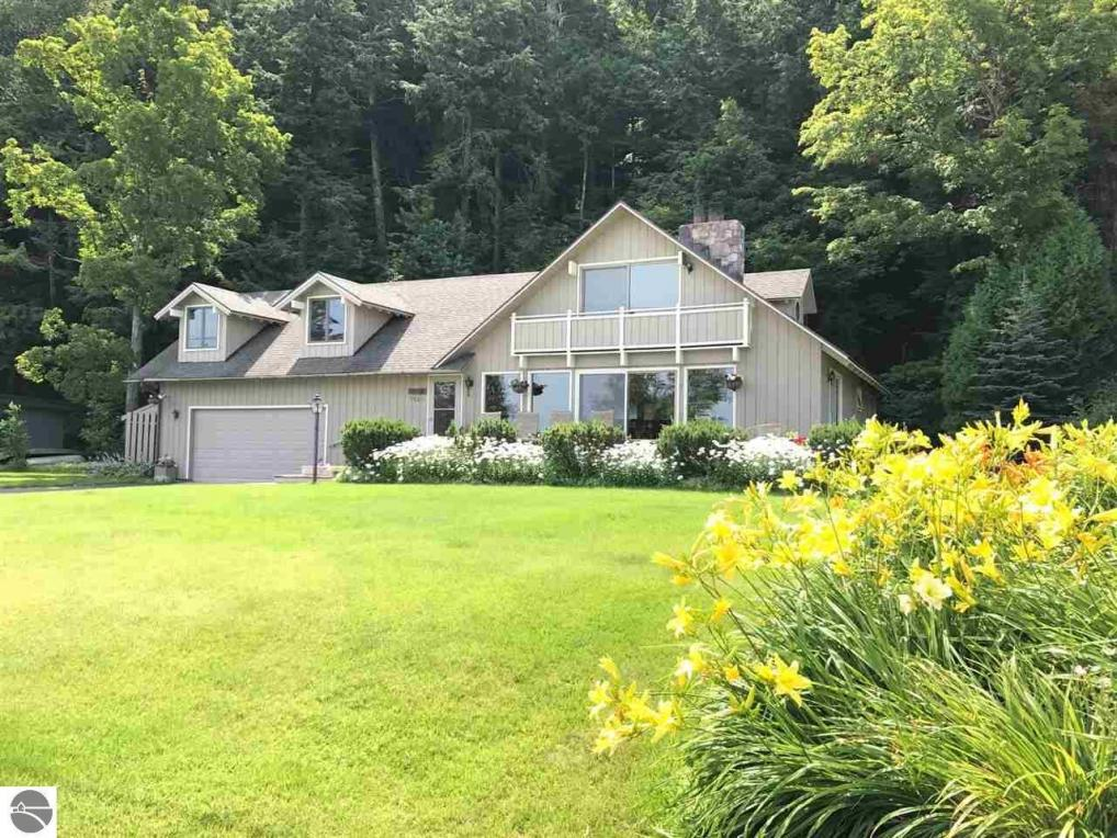 1825 E South Shore Drive, Frankfort, MI 49635