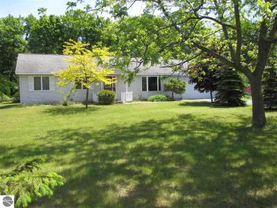 Photo of 728 Ames, Elk Rapids, MI 49629