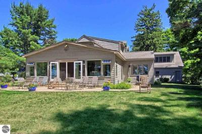 Photo of 714 S Bayshore Drive, Elk Rapids, MI 49629