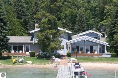 Photo of 5867 Crystal Drive, Beulah, MI 49617