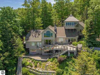 Photo of 627 Shorewood Drive, Frankfort, MI 49635