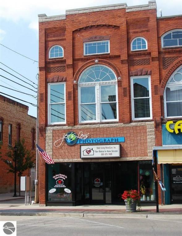145 E Center Street, Ithaca, MI 48847