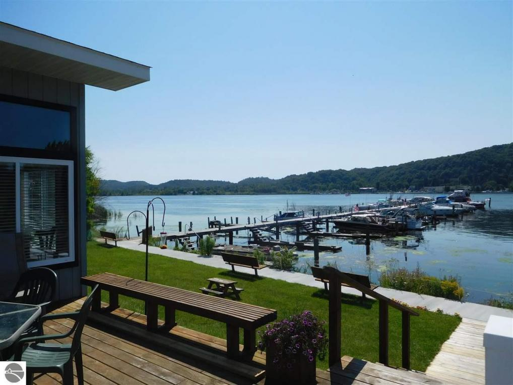 324 Lake, Frankfort, MI 49635