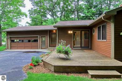 4015 Holiday North Court, Traverse City, MI 49686