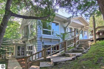 Photo of 250 Beach Road, Frankfort, MI 49635