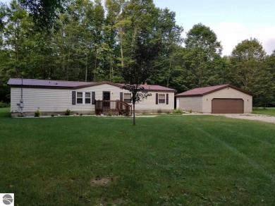 2260 S 7 1/2 Road, Harrietta, MI 49638