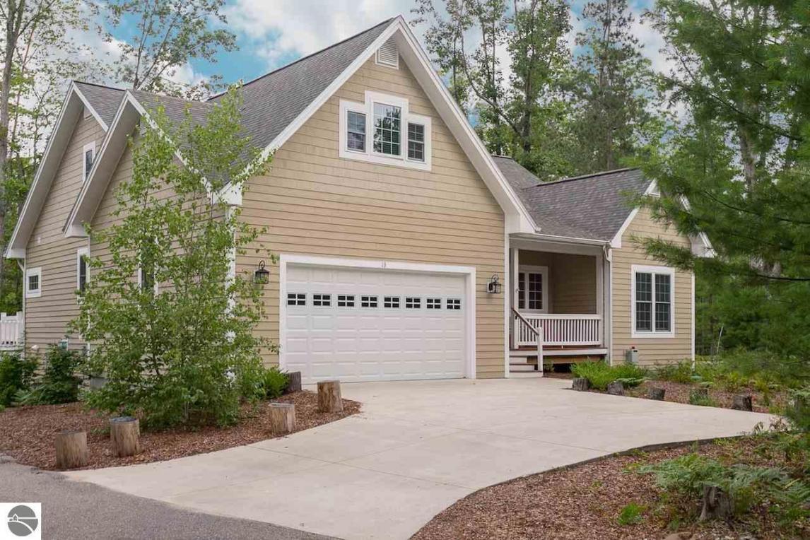 13 Twisted Oak, Glen Arbor, MI 49636