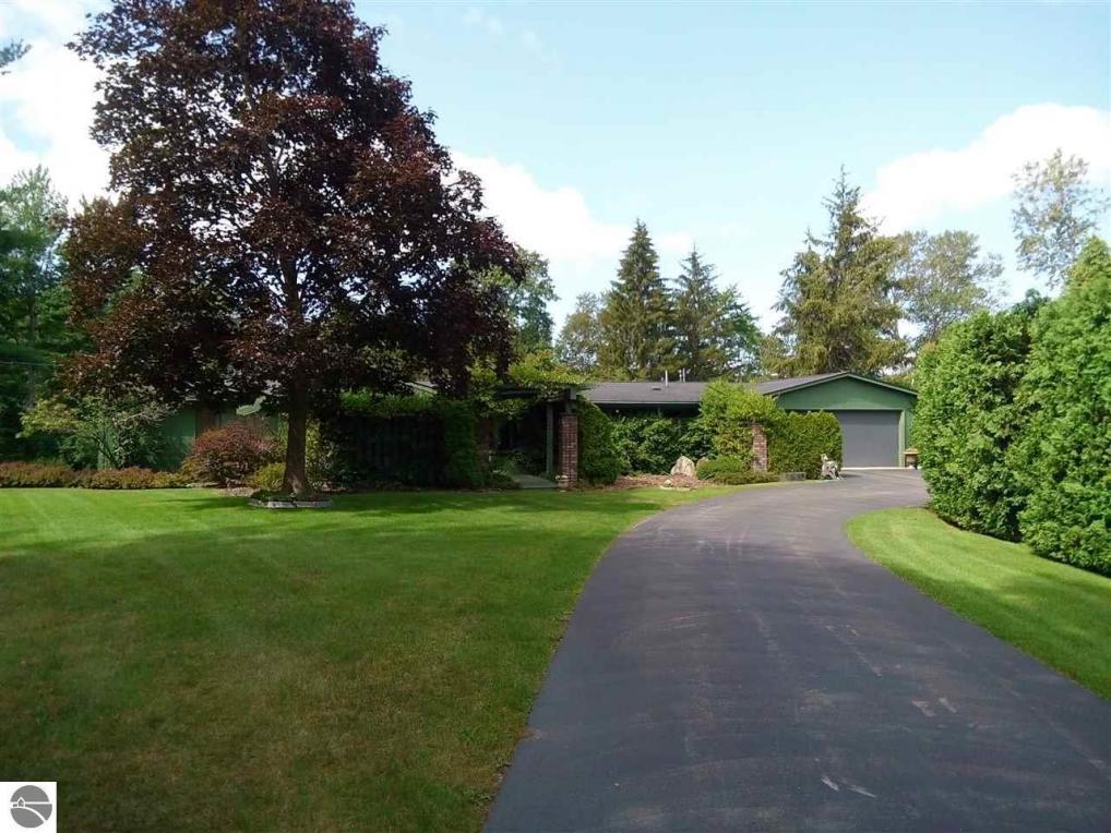 1792 Vanderlip Road, Traverse City, MI 49686