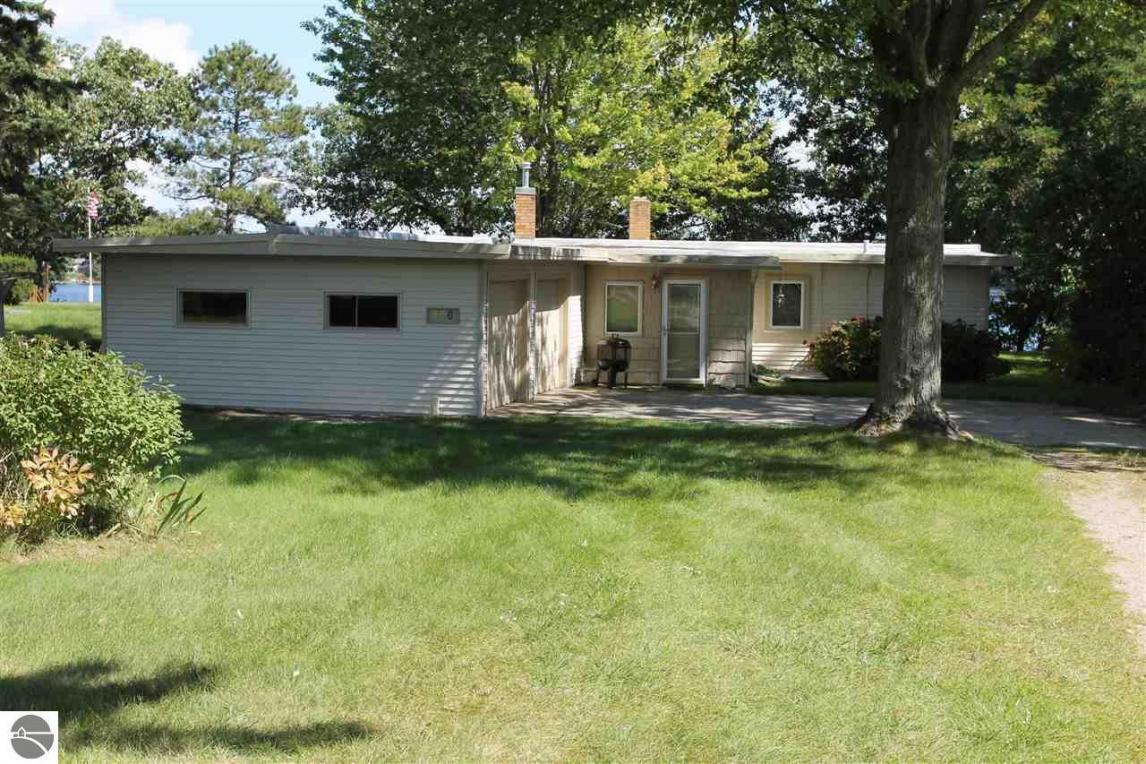 590 N West Silver Lake Road, Traverse City, MI 49685