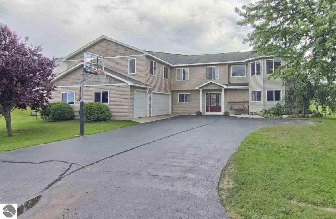 876 Cherry Ridge Drive, Traverse City, MI 49686