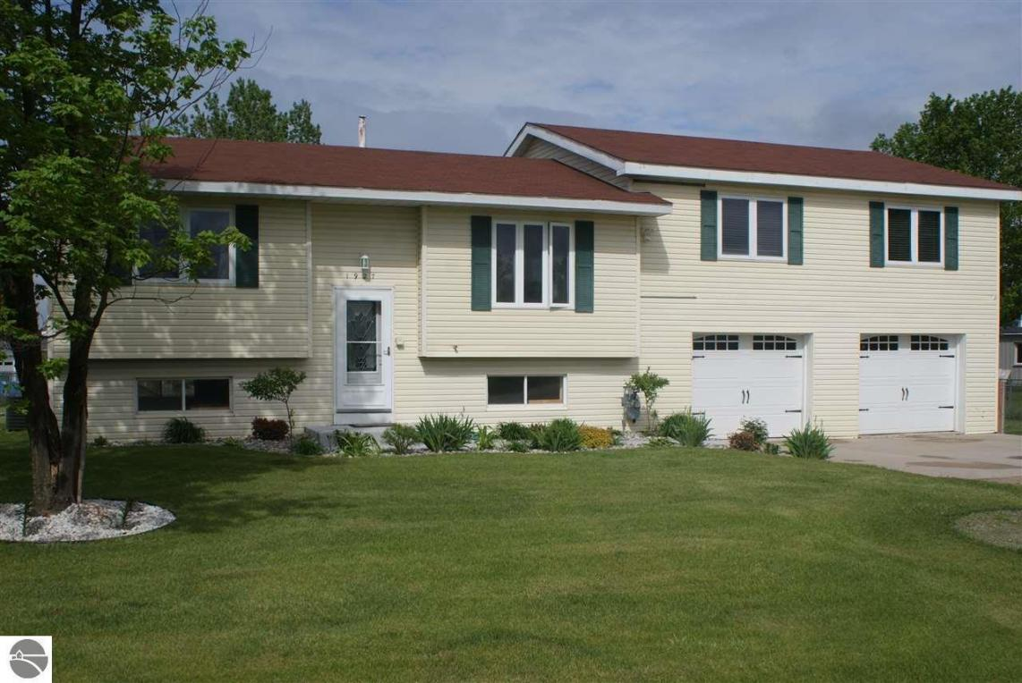 1927 Radcliff Drive, Traverse City, MI 49684