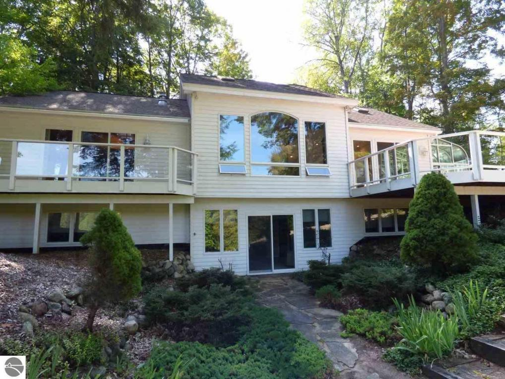 4994 Forest Trail, Bellaire, MI 49615