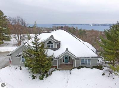 Photo of 424 N School Hill Court, Suttons Bay, MI 49682