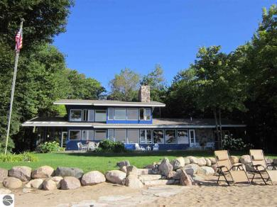 12925 N Northport Point Road, Northport, MI 49670