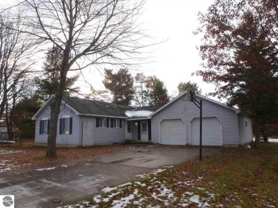 Photo of 707 Fourth Street, Kalkaska, MI 49646