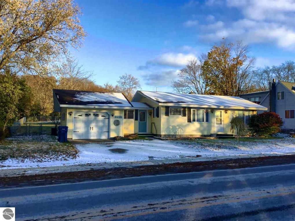 8695 S Maple City Road, Maple City, MI 49664