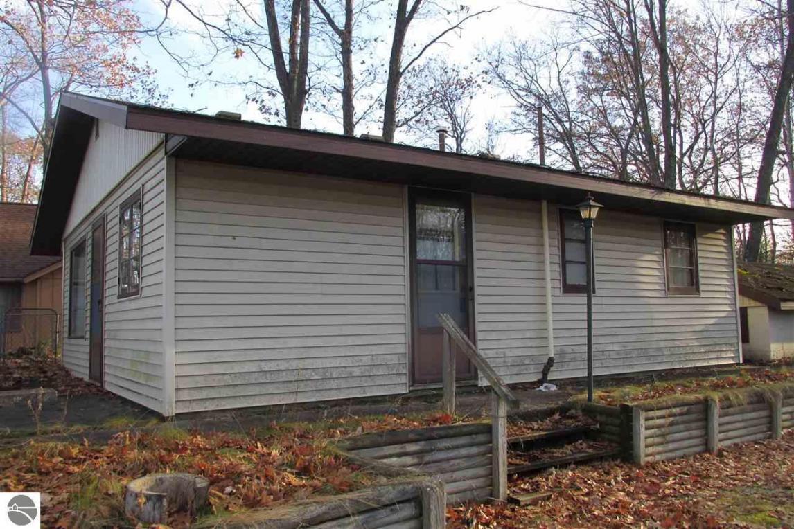 9020 W Oak, Lake City, MI 49651