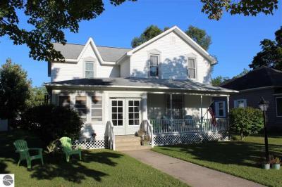 Photo of 407 Pine Street, Elk Rapids, MI 49629