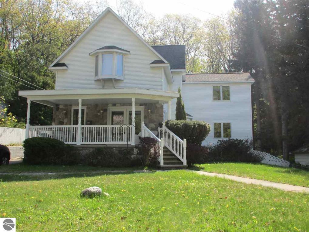 404 Michigan Avenue, Frankfort, MI 49635