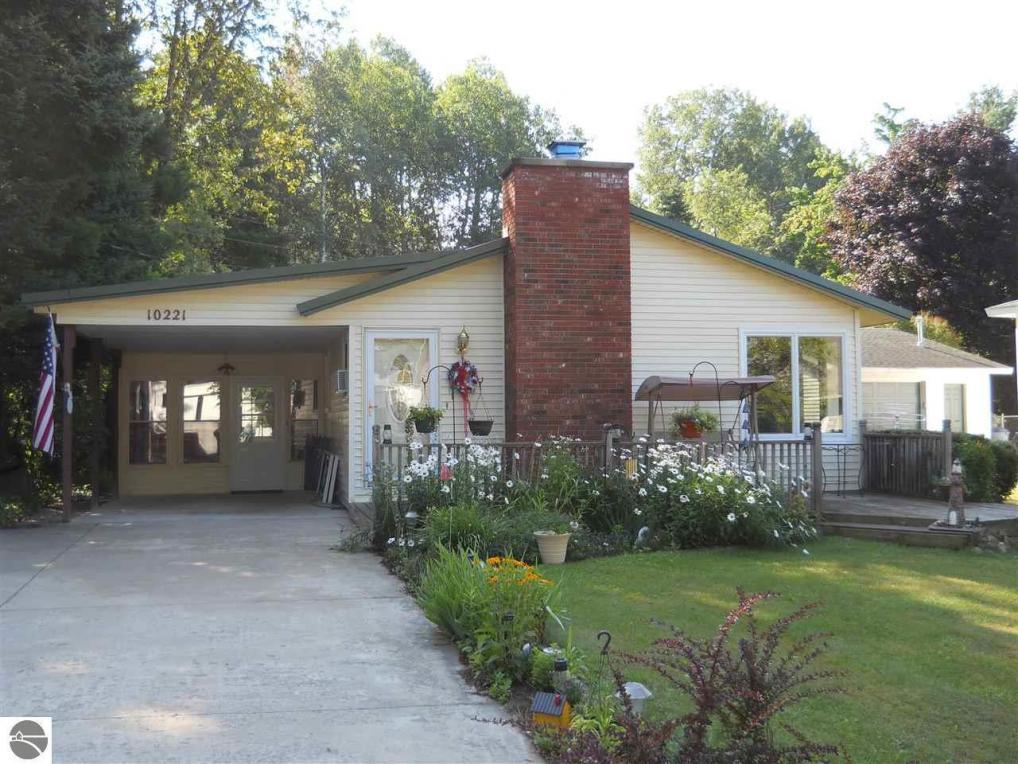 10221 SW Grand Kal Road, Fife Lake, MI 49633