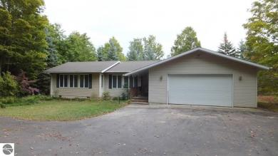 50 W Ryant Road, Maple City, MI 49664
