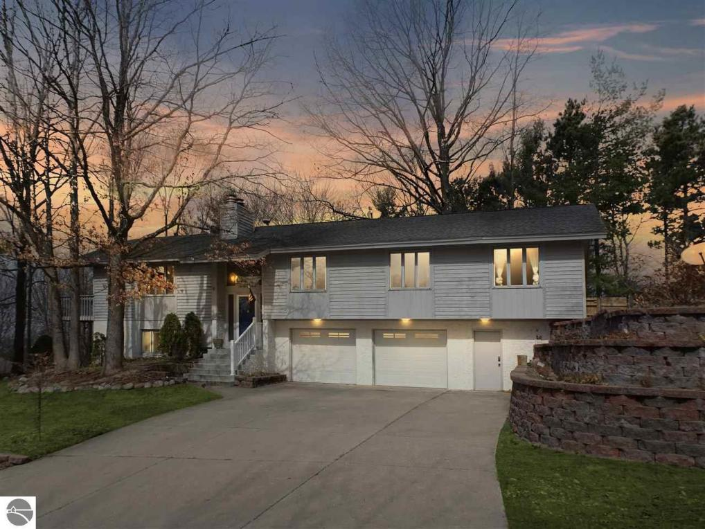 2927 Sherwood Drive, Traverse City, MI 49686