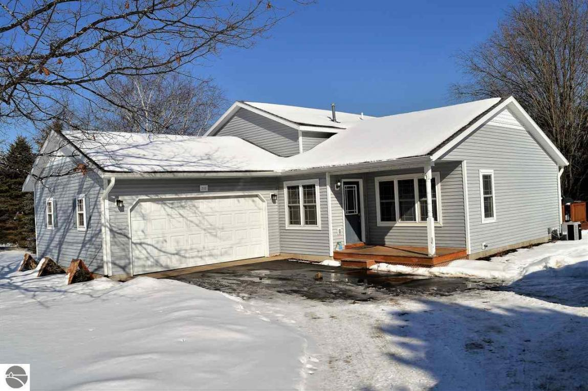 2113 Holland Circle, Traverse City, MI 49685