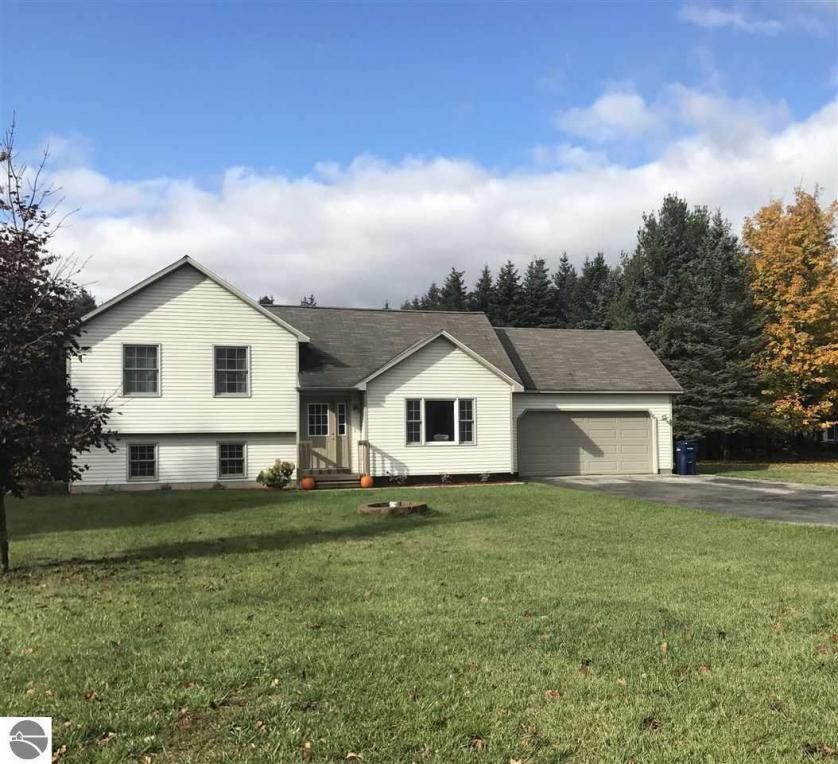 1692 Pine Tree Road, Grawn, MI 49637