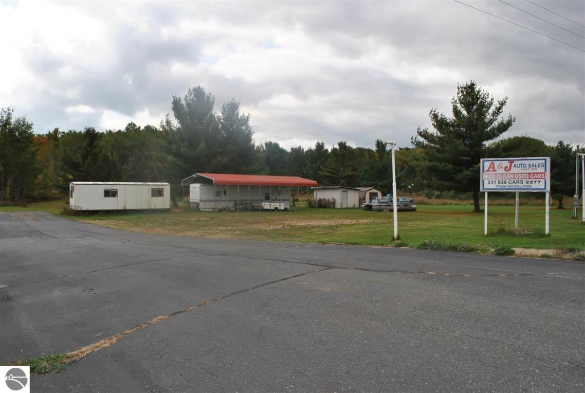 6577 W Blue Road, Lake City, MI 49651