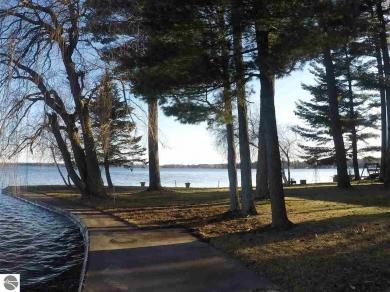 3201 W Lake Mitchell Drive, Cadillac, MI 49601