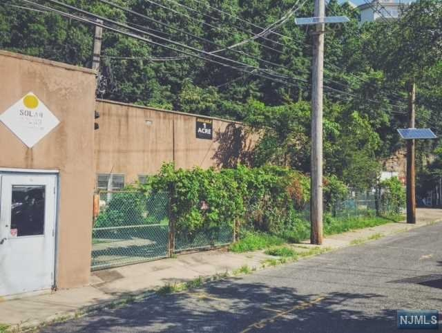 180 Old River Rd, Edgewater, NJ 07020