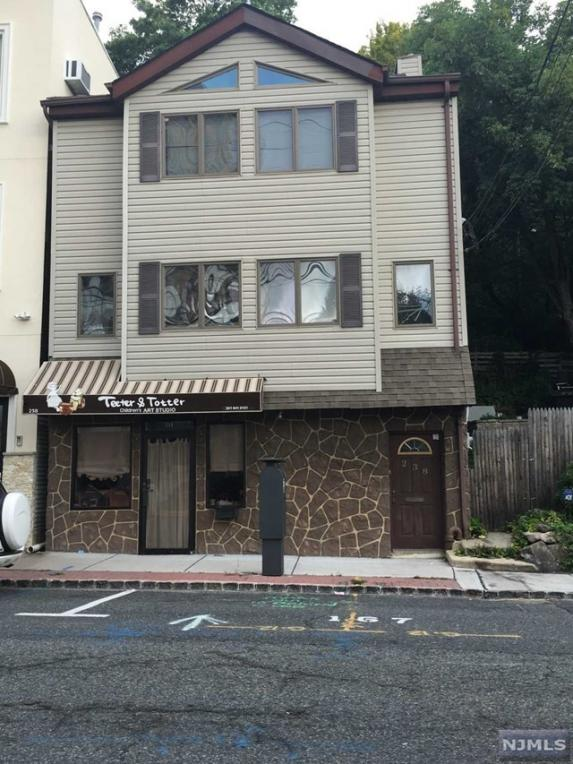 238 Old River Rd, Edgewater, NJ 07020