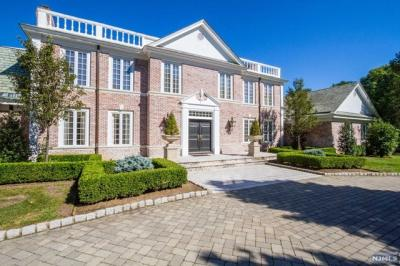 Photo of 4 High Meadow Rd, Saddle River, NJ 07458