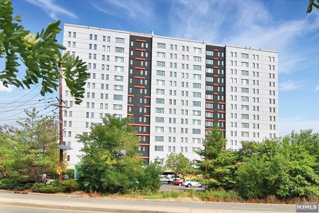 190 Old River Rd #1205, Edgewater, NJ 07020