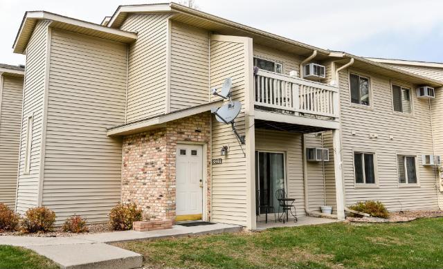 8864 Jasmine Lane, Eden Prairie, MN 55344