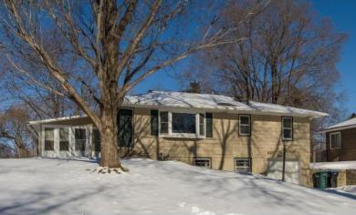 661 W Belmont Lane, Roseville, MN 55113
