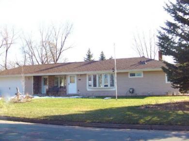 1452 E Cope Avenue, Maplewood, MN 55109